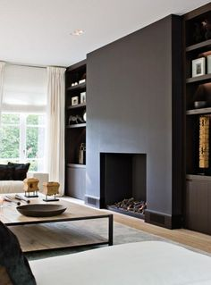 Modern fireplace wall painted black, with built-ins Black Fireplace, Home Fireplace, Fireplace Design, Minimalist Fireplace, Fireplace Ideas, Fireplace Candles, Simple Fireplace, Paint Fireplace, Modern Fireplaces