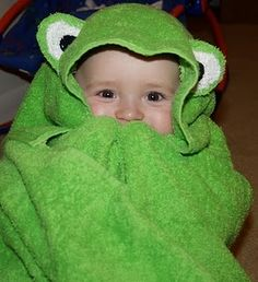 DIY Froggy Hooded Towel by craftenvy #Hooded_Towel #Frog_Hooded_Towel #Kids #DIY #craftenvy