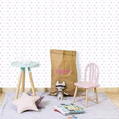 Rollo de papel pintado - Topos. Los topos de colores dibujados a mano darán un tono acogedor a la habitación de tu peque. #mrwonderfulshop #wall #decoration