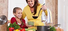 Η διατροφολόγος του Mama365 προτείνει τα 20 πιο εύκολα, οικονομικά και κυρίως υγιεινά πιάτα για το οικογενειακό μεσημεριανό τραπέζι!