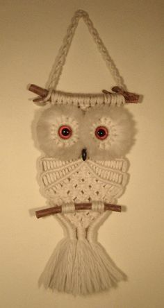 Macramé is having a renaissance. This means my beloved Macramé Owl (which sits upon the wall in my kitchen) is not only sent. 34 Things If You Grew Up in the or - There was a macramé owl hung on the wall in almost every home. My mom had tons of Macrame Macrame Owl, Micro Macrame, Owl Patterns, Macrame Patterns, Renaissance, Macrame Projects, Crochet Projects, Owl Quilts, Owl Bags