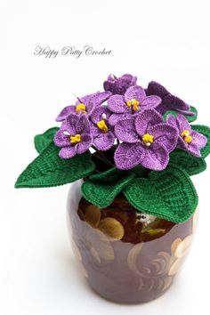 Crochet Flower Patterns Crochet African Violets by Happy Patty Crochet - The classic windowsill decor, and a very common home decor plant. The African Violets are as beautiful as they are timeless. A popular gift for Mother's Day and Valentine's Day. Crochet Puff Flower, Crochet Cactus, Crochet Flower Patterns, Crochet Flowers, Crochet Ideas, Crochet Diagram, Crochet Motif, Easy Crochet, Crochet Stitches