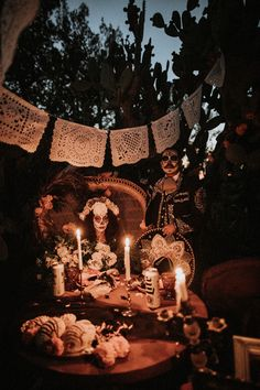 mexican culture We've got a special Halloween treat today with a Dia De Los Muertos wedding that was as sweet as it was spooky! As Tirza and Chris got closer to their This couple paid