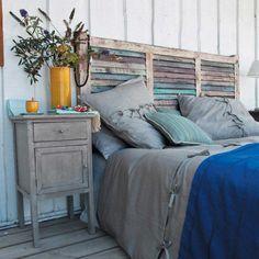 Hiasan kepala tempat tidur/headboard dari daun pintu jadul