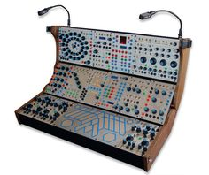 BUCHLA ELECTRONIC MUSICAL /MODEL 201e-18 : POWERED CABINET