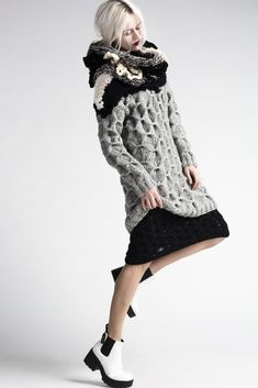 DUDZINSKA knitwear designer - http://annadudzinska.com **pose / background