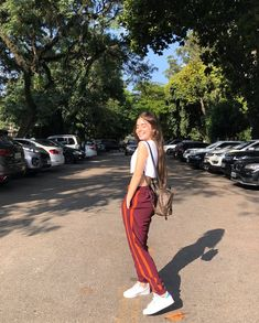Uploaded by Rennata. Find images and videos about style, girls and goals on We Heart It - the app to get lost in what you love. Casual Outfits, Fashion Outfits, Cute Poses, Insta Photo Ideas, Girl Inspiration, Looks Vintage, Tumblr Girls, Festival Outfits, Girl Pictures