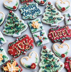 The best fun, decorated royal icing Christmas cookie ideas. Cute ideas for a gift exchange, for kids and adults to enjoy. Some may look easy, but there is so much detail work in all of these cookies f Cute Christmas Cookies, Christmas Biscuits, Valentines Day Cookies, Christmas Dishes, Iced Cookies, Christmas Sweets, Cookies Et Biscuits, Holiday Cookies, Holiday Treats