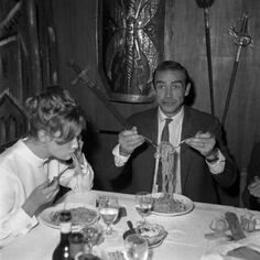 Sean Connery eating spaghetti in Rome-1963. History in Pictures