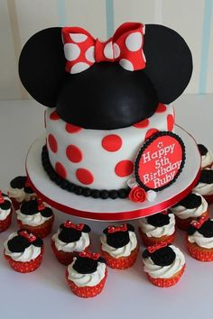 minnie mouse cake and cupcakes. Have a feeling this will be the ...