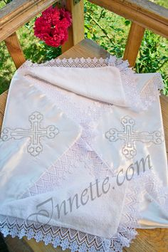 This is a very beautiful and elegant terrycloth christening towel. It is sewed with satin from the one side that adorns christening towel making it very elegant. Its inner part is made of soft terrycloth. Terrycloth material is 100% cotton. If you envelop your baby in such a towel after the baptizing, your child will feel absolutely comfortable. Its size is 90cm x 90cm. #christeningtowel #christeningblanket #baptismtowel