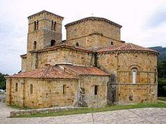"""""""Colegiata de Santa Cruz"""" - Iglesia de estilo romanico de Castañeda, España. Fue creada en el siglo X como monasterio."""