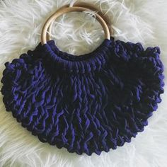 Mini bag filet de coton et anneaux de bois japonais. Technique mixte crochet aiguilles @beatrice.drovandi @nmnmonaco @pierre.monaco @sowoolsocool #crochet #knitted #knittedbag #trapillo #cotton #recycled #blue #marine #bleumarine #woodhandle #chunkyyarn #giantneedles #japaneseinspired #picoftheday #instamood #instagood #outfit #fashion #accessories #bags #ethicalfashion #madeinmonaco #montecarlo Dominique, Filets, Bleu Marine, Monaco, Cool Stuff, Trapillo, Japanese Language, Stone, Cotton