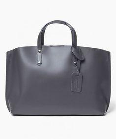 Włoska Torebka Shopper Skórzana szara Oryginalna torba damska włoskiej produkcji (Vera Pelle) wykonana ze skóry naturalnej najwyższej jakości. Skóra miękka, gładka, miła w dotyku. Torebka charakteryzuje się prostą budową. Wewnątrz torebki w obszernej komo Bags, Fashion, Handbags, Moda, Fashion Styles, Fashion Illustrations, Bag, Totes, Hand Bags