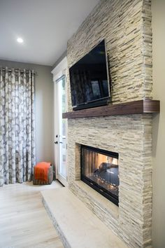 45 Modern Fireplace Ideas, Remodel, and Decor in Living Room – Modern brick fireplace Modern Fireplace Decor, Fireplace Tv Wall, Basement Fireplace, Fireplace Pictures, Family Room Fireplace, Bedroom Fireplace, Farmhouse Fireplace, Fireplace Remodel, Fireplace Design