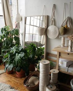 Catzorange is our latest label obsession from New York: Meet co-founder Coco and her natural and simple bag brand. Interior in Brooklyn | ©Catzorange