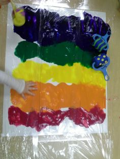 Thos project was a sensory delight for the toddlers. With the paint under a layer of seran wrap theu could push and mix the paint without getting hands messy. Nothing wrong with some good clean fun! :)