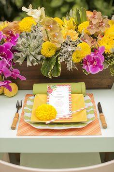 Mesa posta - almoço de verão - decoração colorida - cores vibrantes - pink amarelo laranja verde - mix de estampas ( Decoração: Fabiana Moura   Flores: Lucia Milan   Fotos: Roberto Tamer )