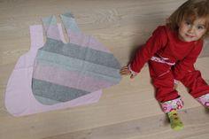Fotonávod: Oboustranná nákupní taška do kabelky - Prošikulky.cz Textiles, Apron, Fashion, Moda, Fashion Styles, Fabrics, Fashion Illustrations, Aprons, Textile Art