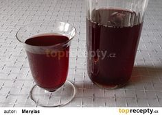 Višňový sirup recept - TopRecepty.cz Red Wine, Shot Glass, Alcoholic Drinks, Mugs, Tableware, Desserts, Food, Syrup, Diy Home Crafts