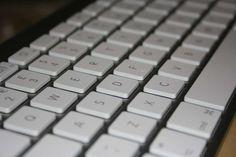 Ένα «σκονάκι» για όσους συνηθίζουν να δουλεύουν το πληκτρολόγιο του υπολογιστή τους, με τη βοήθεια των συντομεύσεων.