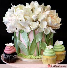 Tulip cake and cupcakes Gorgeous Cakes, Pretty Cakes, Amazing Cakes, Unique Cakes, Creative Cakes, Elegant Cakes, Creative Food, Bolo Original, Tulip Cake