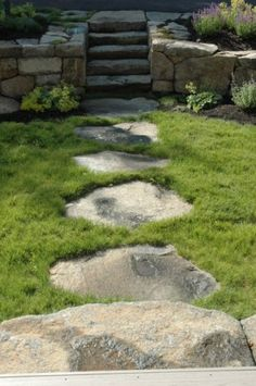 Stepping stone path through the yard: definitely a part of my dream home.