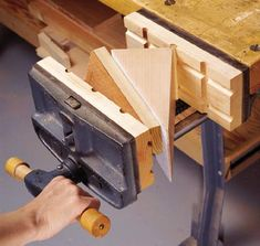 http://www.woodmagazine.com/woodworking-plans/shop-organization/auxiliary-vise-jaws/