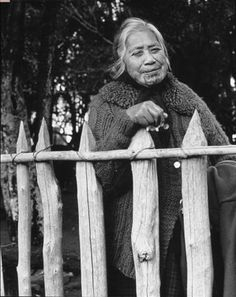 Pare Hapimana, Waikato - 1970 by Marti Friedlander Great Photos, Old Photos, Maori Tribe, Polynesian People, New Zealand Art, Nz Art, Kiwiana, Documentary Photography, Artistic Photography