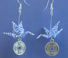boucles-oreille-grues-vagues-bleues-medaille-chinoise-1.jpg