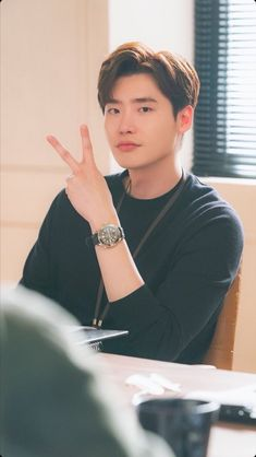 one of my very first Kdrama loves🖤 Lee Jong Suk Cute, Lee Jung Suk, Jung Hyun, Lee Min Ho, Asian Actors, Korean Actors, Korean Dramas, Lee Jong Suk Wallpaper, Two Worlds