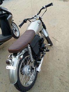 Honda Motorbikes, Vintage Honda Motorcycles, Bike Bmw, Cafe Racer Honda, Cafe Racer Style, Honda Cub, Cafe Racing, Classic Motorcycle, Hot Rides