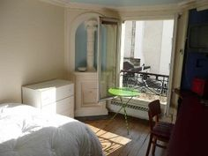 Paris, France Vacation Rental, 1 bed, 1 bath, kitchen with internet in 9 ème - Opera. Thousands of photos and unbiased customer reviews, Enjoy a great Paris apartment rental perfect for your next holiday. Book online!
