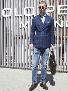 【MEN'S CLUB】「大人トラッド」の好例、ネイビーウィンドウペーンJKにデニム、イタリアの伊達男に学ぶ。