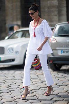White outfit with a pop of color | For more style inspiration visit 40plusstyle.com