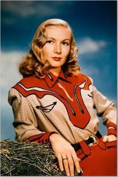 Veronica Lake in a western outfit History of Western clothing styles during the and Western shirts and denim jeans. Western wear influence on trendy fashions of the day. Vintage Western Wear, Vintage Cowgirl, Western Look, Western Wear For Women, Look Vintage, Vintage Country, Vintage Ladies, Western Girl, Western Cowboy