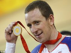 Bradley Wiggins' late-night roll over a car bonnet has cabbie fuming. but he soothes row with a quick photo Team Gb 2012, Car Bonnet, Bradley Wiggins, Rolling Car, Gold Medal Winners, British Sports, Olympic Gold Medals, Sports Stars, Late Nights