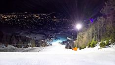 Skiing at floodlights on the Gudiberg in Garmisch-Partenkirchen is something impressive and special. The slalom slope of the 2011 World Ski Championships. It is a must-do for every dedicated skier. https://b-schaffer.blogspot.de/2018/02/skifahren-bei-flutlicht-am-gudiberg-dem.html. #Garmisch #Partenkirchen #skiing #Skifahren #night #Nacht #floodlight #Flutlicht #slalom #slope #Hang #Abfahrt #Weltmeisterschaft #worldcup #2011 #Seilbahn #cablerailway #skyline #nature #city #mountains