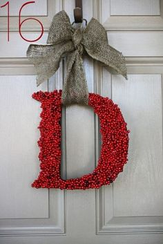 great ideas for DYi christmas wreath Handmade Christmas wreaths are the best. Find inspiration at Hobbycraft http://www.hobbycraft.co.uk/ #christmas #wreaths #christmaswreaths