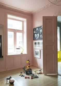 Vad coolt det är när man målar in allt i ett rum i samma färg.