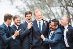 50 Photos to Take With Your Groomsmen Wedding Picture Poses, Wedding Pictures, Photo Packages, Bride And Groom Pictures, Wedding Photography Styles, Bridesmaids And Groomsmen, Best Wedding Photographers, Wedding Videos, Wedding Ceremony