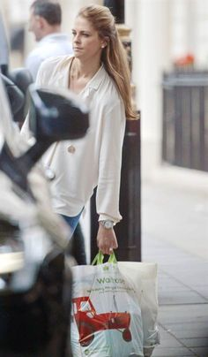 Princess Madeleine & Chris O'Neill were spotted shopping at Waitrose supermarket in London Waitrose Supermarket, New My Royals, Royal Family News, Swedish Royalty, Rare Pictures, Hollywood Fashion, Pin Up, London, Magdalena