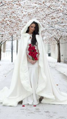 loving caped and hooded winter white bride. from Real Sized Bride FB page https://www.facebook.com/RealSizeBride