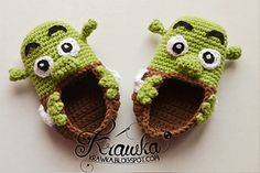 These impressive crochet Shrek baby booties are bound to get attention. Get the FREE crochet pattern for these fun baby booties now and get . Crochet Patron, Knit Or Crochet, Cute Crochet, Crochet For Kids, Crochet Hats, Crochet Baby Shoes, Crochet Baby Booties, Crochet Slippers, Baby Boy Booties
