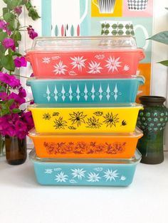 Pyrex + Glasbake maybe? Vintage Pyrex Dishes, Vintage Kitchenware, Vintage Glassware, Pyrex Vintage Patterns, Vintage Canisters, Antique Dishes, Vintage Party, Vintage Decor, Vintage Vignettes
