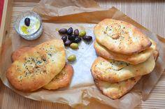 לחם שטוח וקל להכנה שמוכן תוך קצת יותר משעה - כולל ההתפחה. ויש גם אופציה למלית מפתיעה