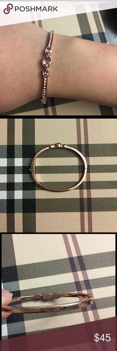 💕 Givenchy Rose Gold Bracelet 💕 Used but still in good condition, some minor not noticeable on the back of bracelets scratches. Givenchy Jewelry Bracelets