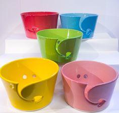 Simple glazed yarn bowl with heart yarn feed. by TwinkleberrieDesigns on Etsy https://www.etsy.com/ca/listing/499011481/simple-glazed-yarn-bowl-with-heart-yarn
