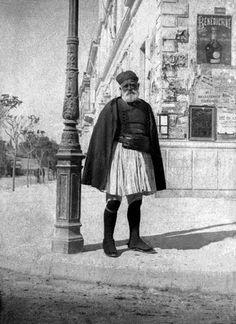 Αθήνα ~ 1900 Old Photos, Vintage Photos, Old Greek, Greek History, Royal Guard, Athens Greece, Greece Travel, Crete, The Past
