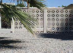 Mid Century Modern Wall Screens and Decorative Screen Blocks Modern Landscape Design, Traditional Landscape, Modern Landscaping, Modern Fence, Modern Wall, Mid-century Modern, Modern Backyard, Backyard Ideas, Decorative Concrete Blocks
